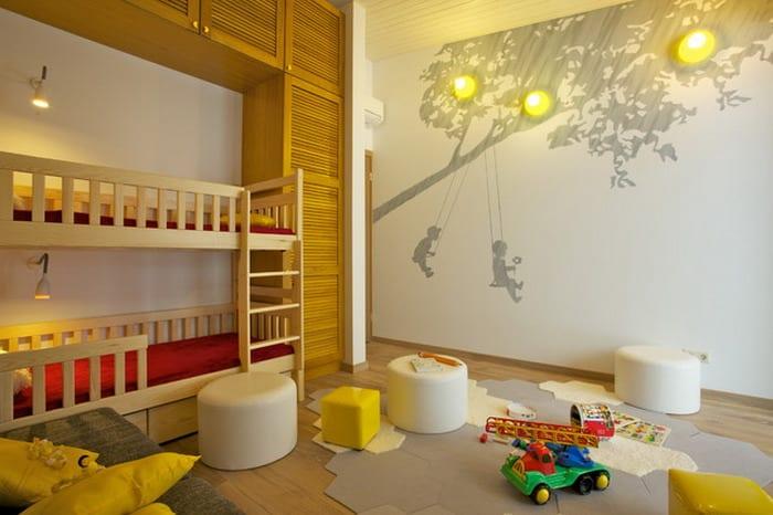 kreative kinderzimmer gestaltungsidee mit etagenbett aus holz-wandtattoo baum-kinderzimmer beleuchtung