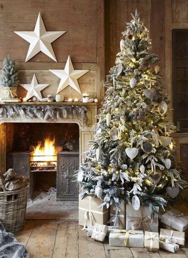 weihnachtsbaum vor dem kamin-weihnacht dekoration