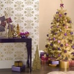 weihnachts dekoration in gold und lila - goldnener weichnachtsbaum