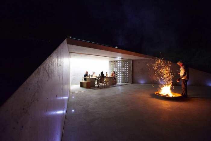 weinkeller mit Terrasse und außenkamin