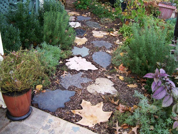 Gartenwege coole gartenideen f r gartendeko freshouse - Garden pathway design ideas with some natural stones trails ...