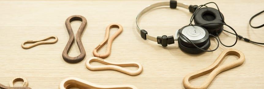 moderne Kabelhalter aus Nussbaumholz-to_mo_ni