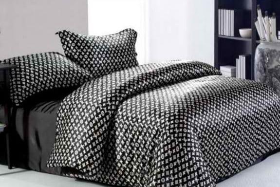 satin bettwäsche schwarz- modernes schlafzimmer einrichten in weiß und schwarz