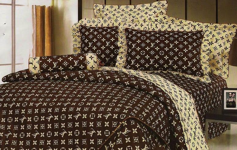schlafzimmer braun mit quin bett und bettwäsche gelb und braun