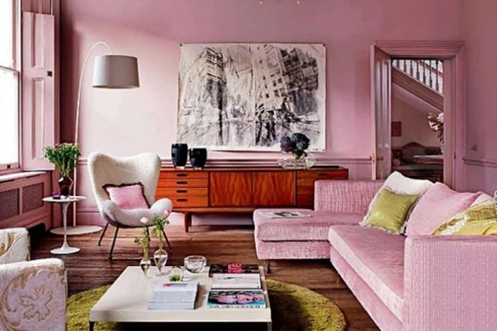 sofa rosa-rundteppich gelb-sodeboard holz dekorieren