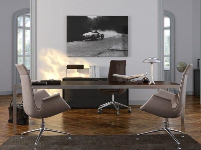 design büromöbel-Bürostühle in Farbe Taupe-Büroschreibtisch-parkettboden mit teppich in Farbe taupe