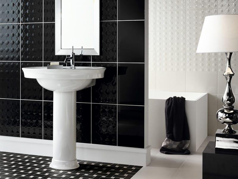 badezimmer fliesen- relieffliesen schwarz und weiß