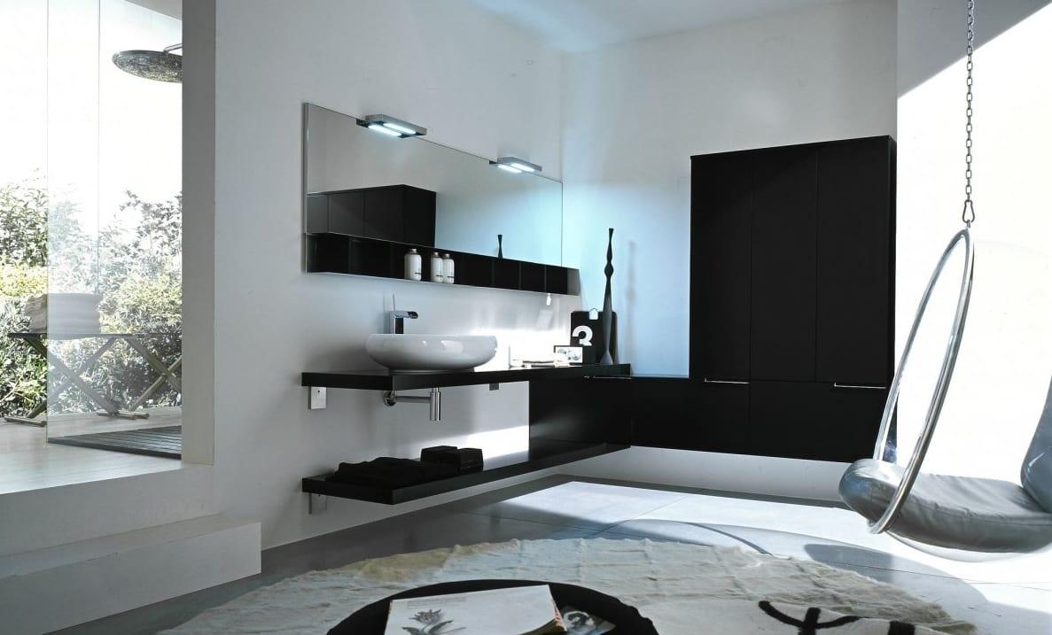 badezimmer mit weißen wänden und schwarzem Wandregalen-badezimmerspiegel mit leuchten-waschrisch schwarz mit weißem waschbecken.außendusche