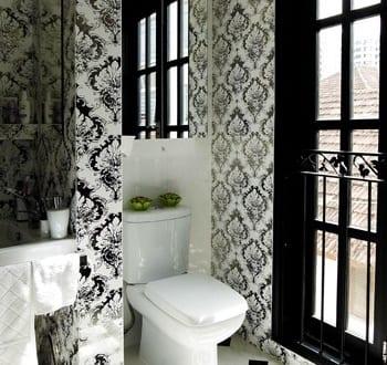 badezimmer schwarz wei mit tapetten freshouse. Black Bedroom Furniture Sets. Home Design Ideas