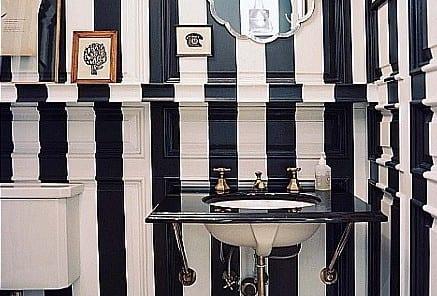 retro badezimmer idee- wandgestaltung mit weiß schwarzen streifen