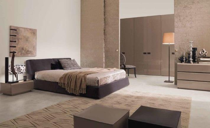 minimalistisches schlafzimmer mit begebahrem ankleideraum-sideboard beige lack-schwarzes bett mit bettwäsche beige