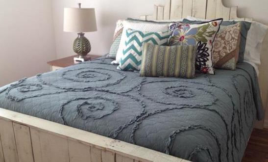 bett aus europaletten wei freshouse. Black Bedroom Furniture Sets. Home Design Ideas