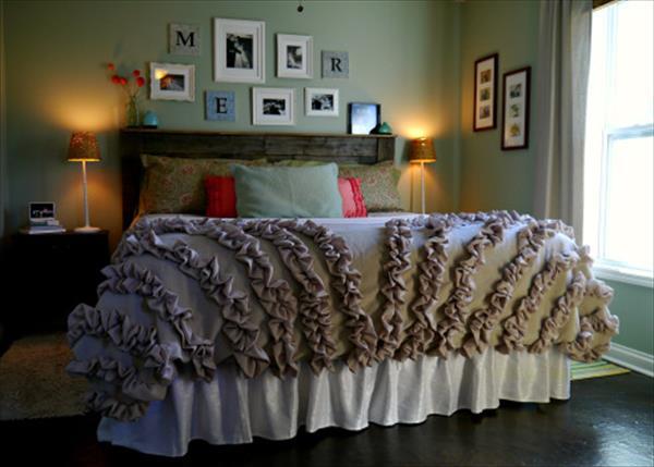 schlafzimmer rustikal mit Palettenbett und wandgestaltung mit bilderrahmen