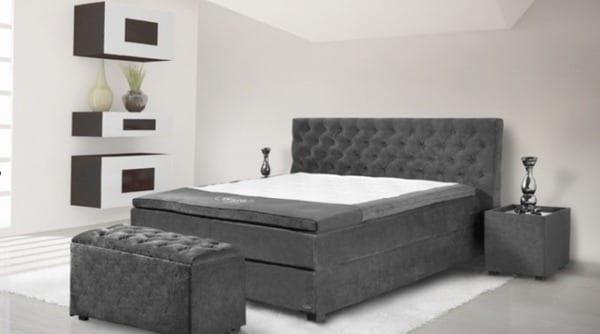 modernes schlafzimmer dekorieren- bett grau