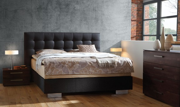 box spring bett 25 ideen f r modernes schlafzimmer mit. Black Bedroom Furniture Sets. Home Design Ideas
