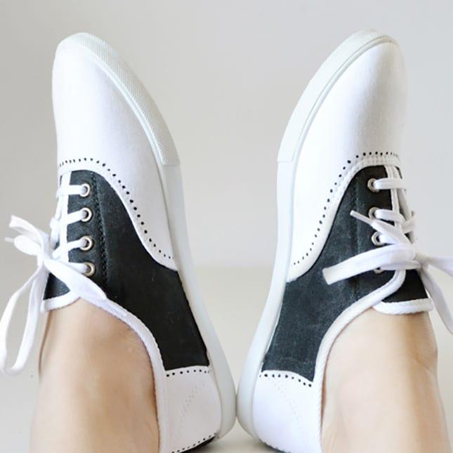 weiße sportshue in schwarz bemalen und neu gestalten