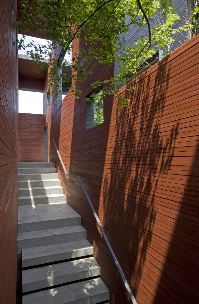 treppe im garten- außentreppe im bürogebäude