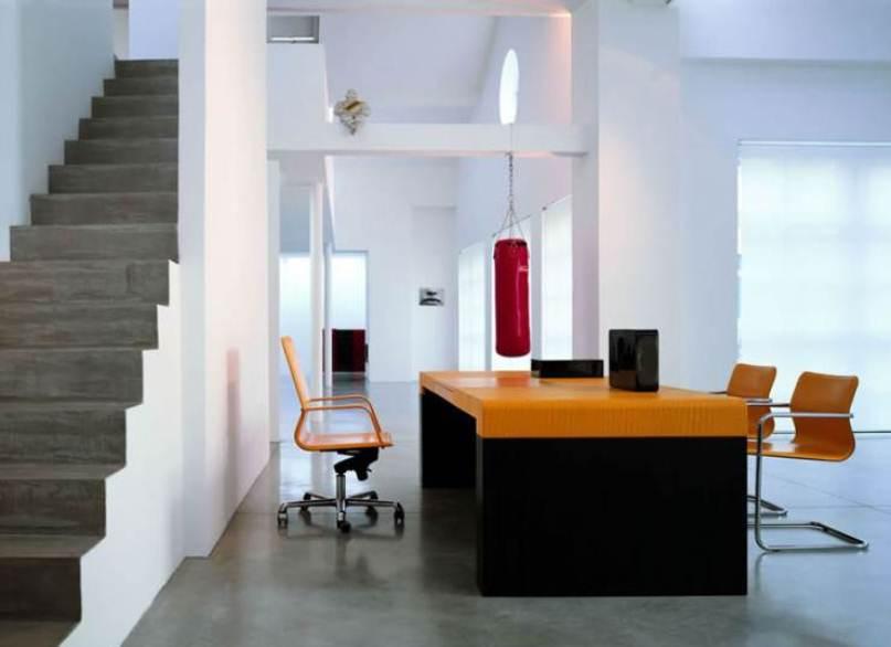 design büromöbel - orange bürostühle ergonomisch- Büroschreibtisch in schwarz und orange