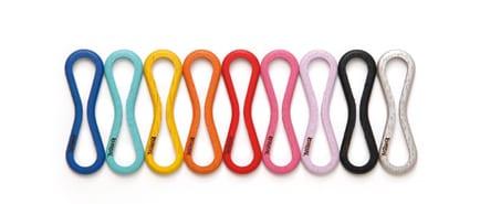 holzerne kabelhalter in verschiedenen farben