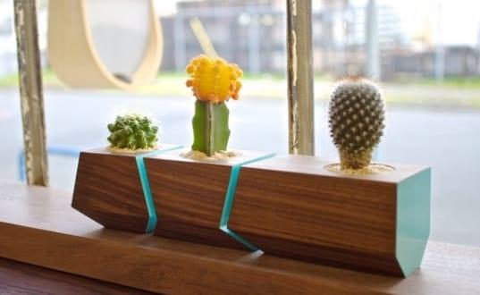fenster dekorieren mit boxcar blumenk rbel aus nussbaumholz freshouse. Black Bedroom Furniture Sets. Home Design Ideas