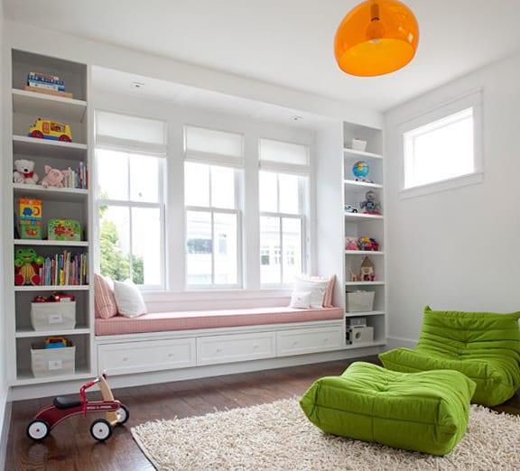 kinderzimmer gestalten mit sofa auf der fensterbank