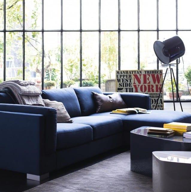 luxus wohnzimmer mit ecksofa blau und couchtische blau und grau-moderne stehleuchte
