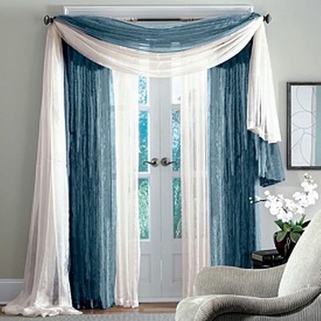 wandfarbe grau - Fenstertür dekoration mit weißen und blauen Gardinen