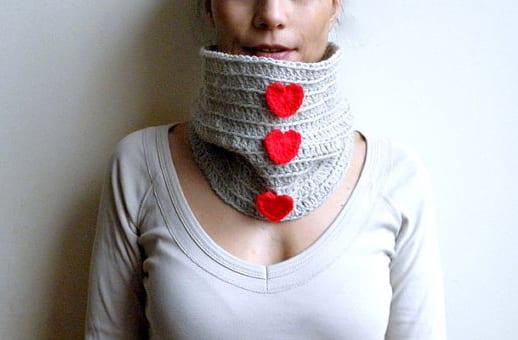 zum valentinstag- DIY schal mit herzen