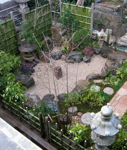 steingarten gestaltung im hof- kleiner japanischer Traumgarten