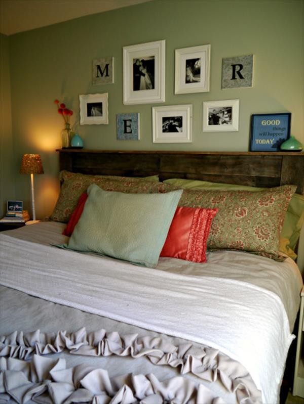 schlafzimmer grün mit grüner wand und paletten bett
