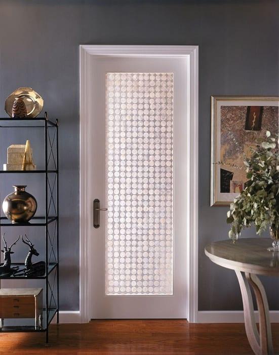wandfarbe grau-metallregalsystem- sideboard dekorieren