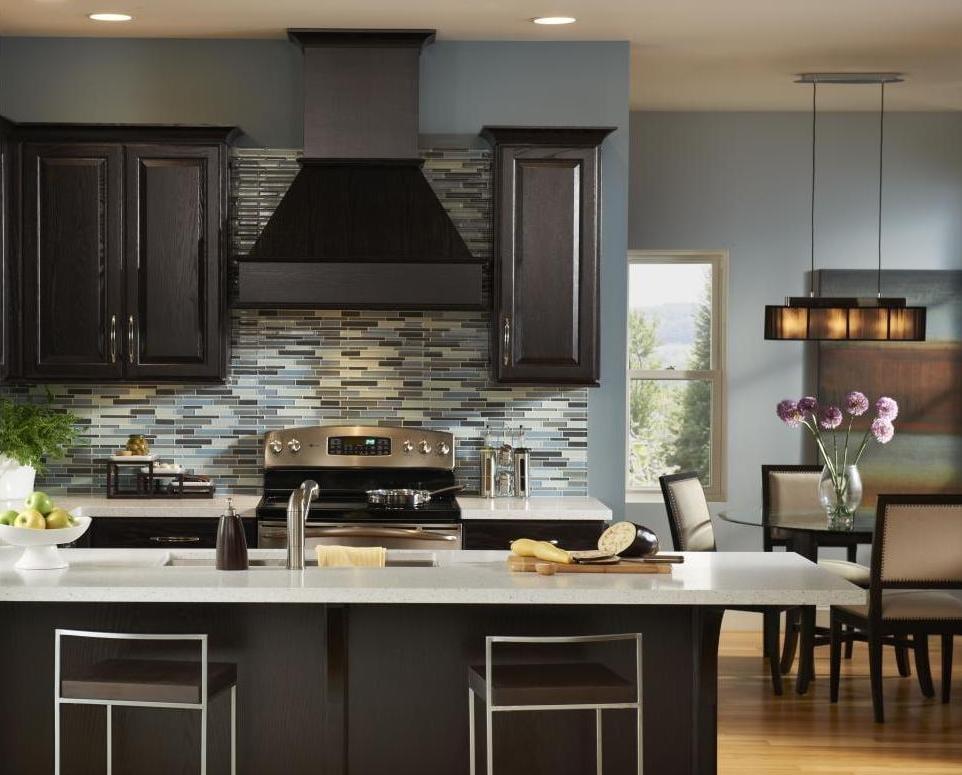 wandgestaltung küche - schwarze küche mit blaue wänden