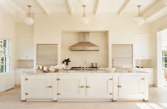 moderne küche einrichten-küche weiß mit kochinsel weiß