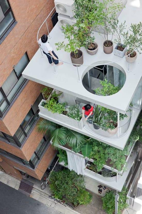 kleine Terrassengestaltung mit Pflanzen