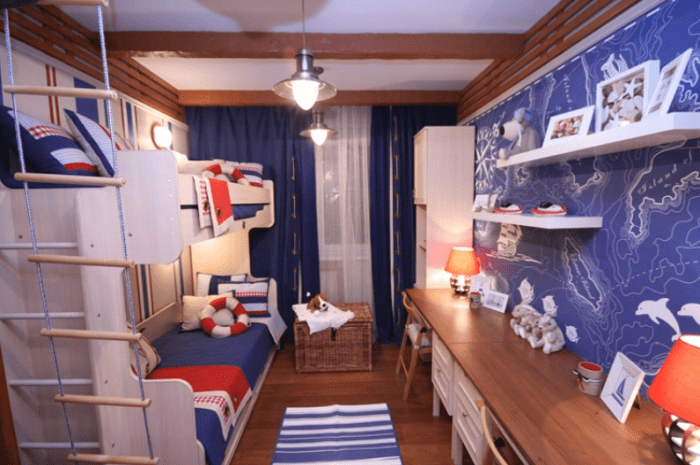 kinderzimmer farbgestaltung in weiß und blau-wandgestaltung kinderzimmer mit blauer Karte und weißen wandregalen
