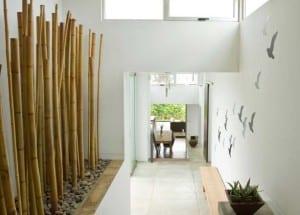 kreative wohnzimmer gestaltung mit steingarten und bambus freshouse. Black Bedroom Furniture Sets. Home Design Ideas