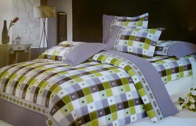 wandfarbe schlafzimmer grün-karierte  bettwäsche grau und grün