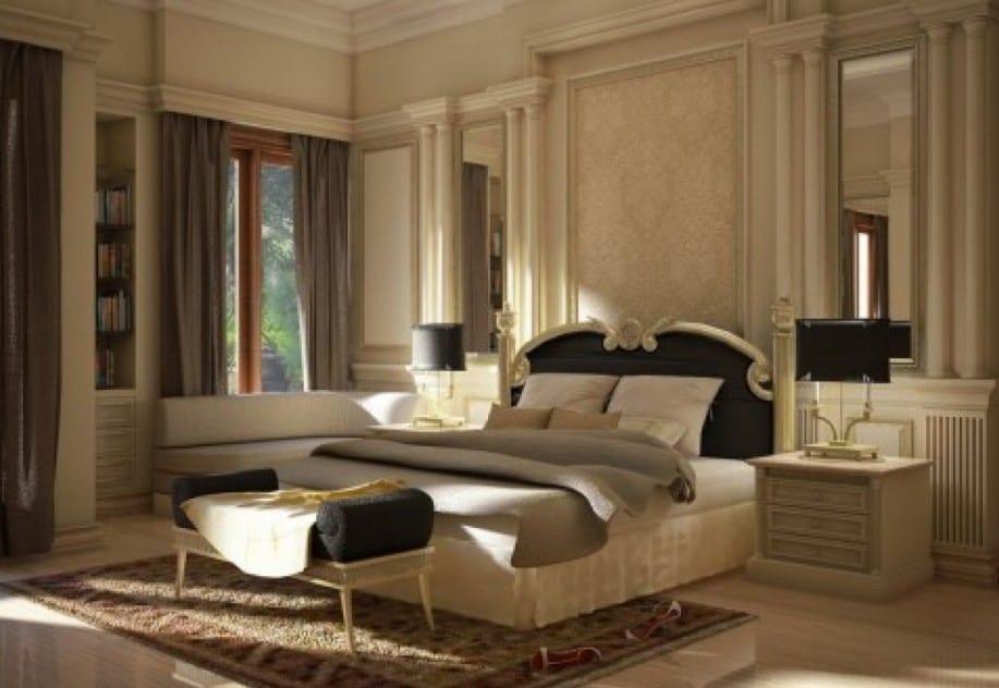 schlafzimmer gestalten mit Gardinen grau und Wandspiegeln-quin bett mit schwarzem kopfbrett und schlafzimmerhocker schwarz