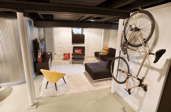 kleines wohnzimmer einrichten mit sessel gelb und ecksofa schwarz-deckengestaltung schwarz