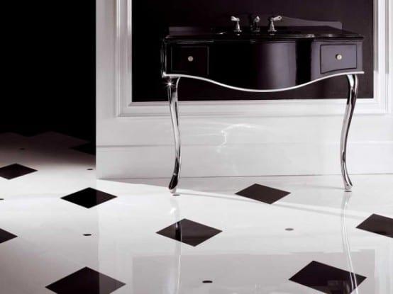 luxus badezimmer mit schwarzem waschtisch und schwarz weißen bodenfliesen