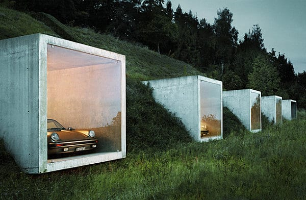 tiefgarage aus quadratischen volumen aus beton mit panorama fenstern