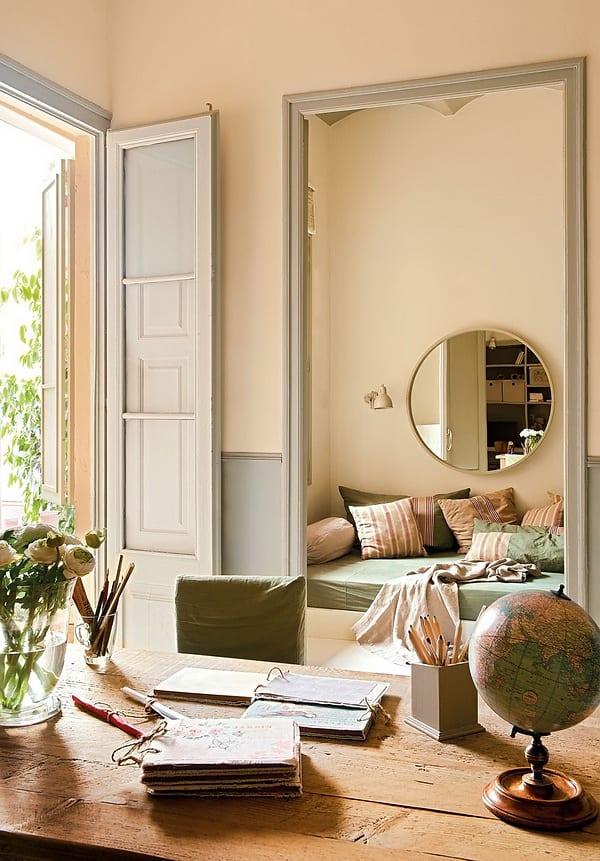 Farbgestaltung Wohnung mit hohen Türen und Türöffnungen in hellgrau