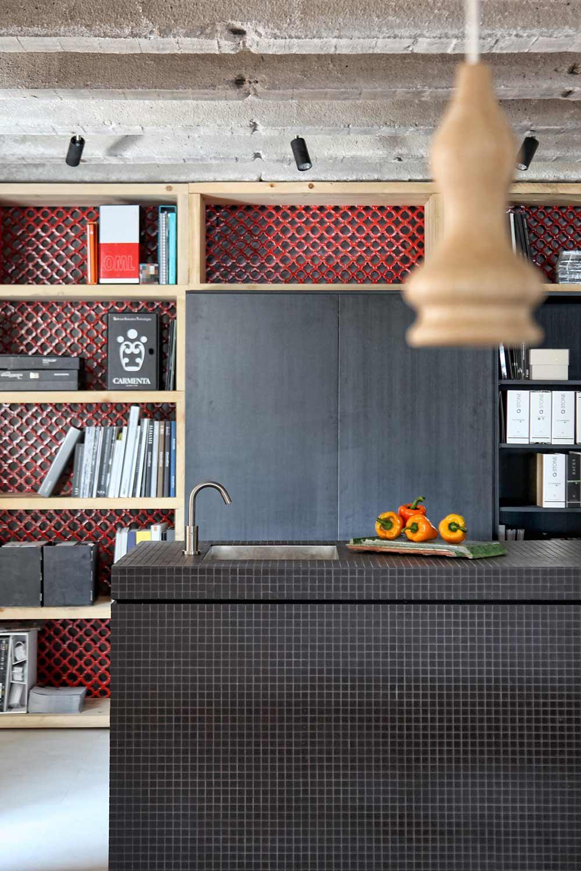 wandregalsystem aus holz-moderner Bücherregal in der küche