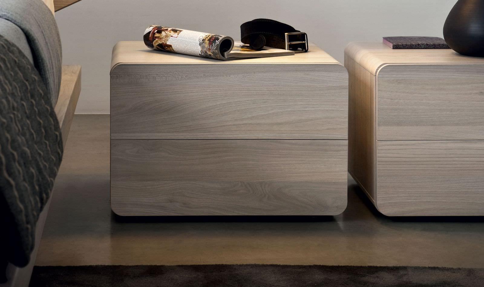 nachttisch design aus holz mit rundeclen und schubladen