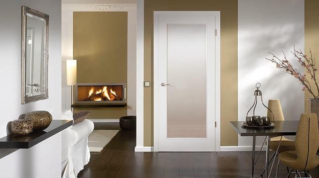 wandmuster streichen- wohnzimmer mit wandfarbe beige und kamin