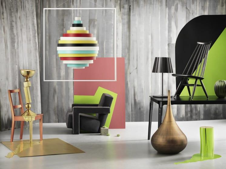 luxus wohnzimmer gestalten- graue wandfarbe-stuhl und sessel schwarz-esstisch schwarz