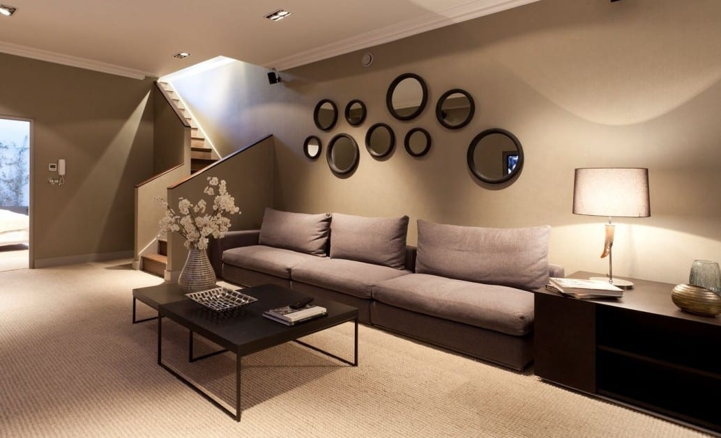 Elegant Ideen Für Wandgestaltung Mit Runden Spiegeln Und Sideboard Holz