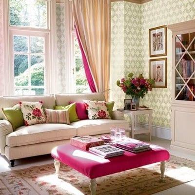 coole bilder mit wohnzimmer inspirationen-wandtapete grün-polsterhocker tisch pink