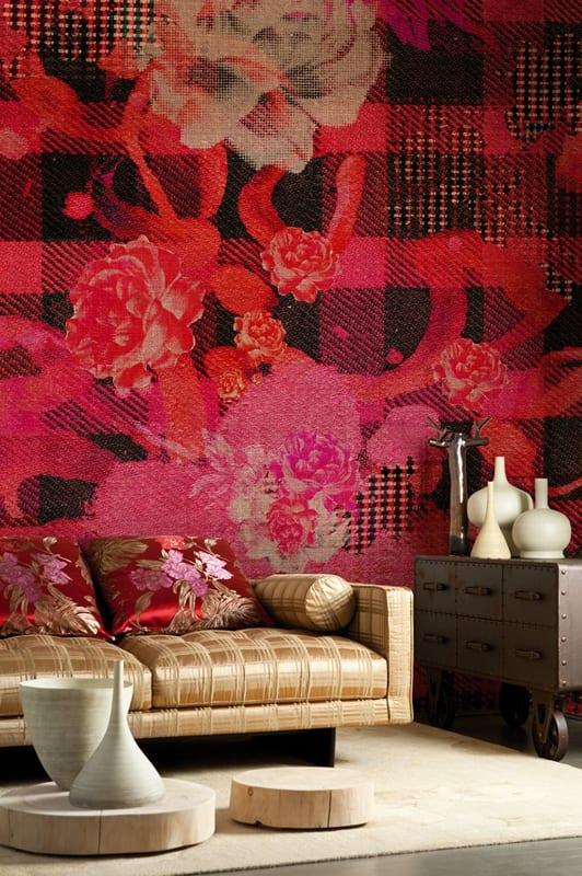 luxus wohnzimmer mit sofa gold und runden couchtischen aus holz