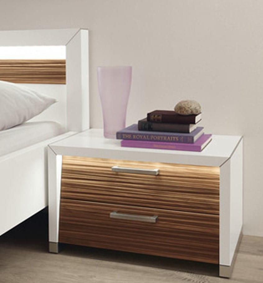 modernes schlafzimmer mit bett weiß mit eingebauter beleuchtung im kopfbrett